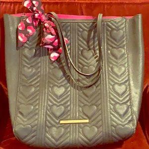 Betsy Johnson large purse w/ pink kiss scarf